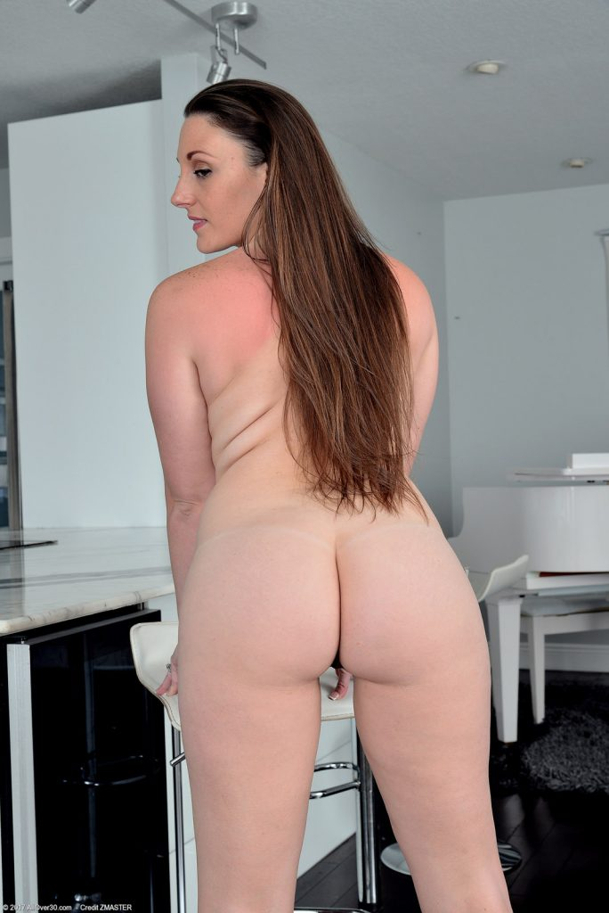 Melanie Hicks Black Dress Curves for All Over 30