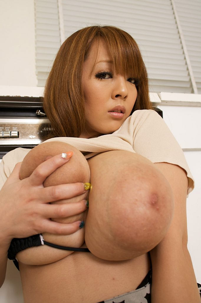 Hitomi Tanaka Kitchen Curves for Busty Asians