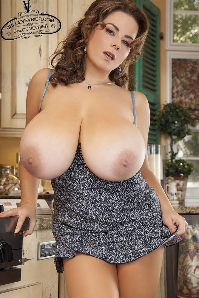 Big tits curvy star