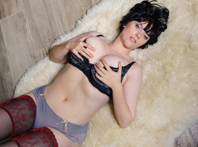 JoannaCarol Busty Webcam Model