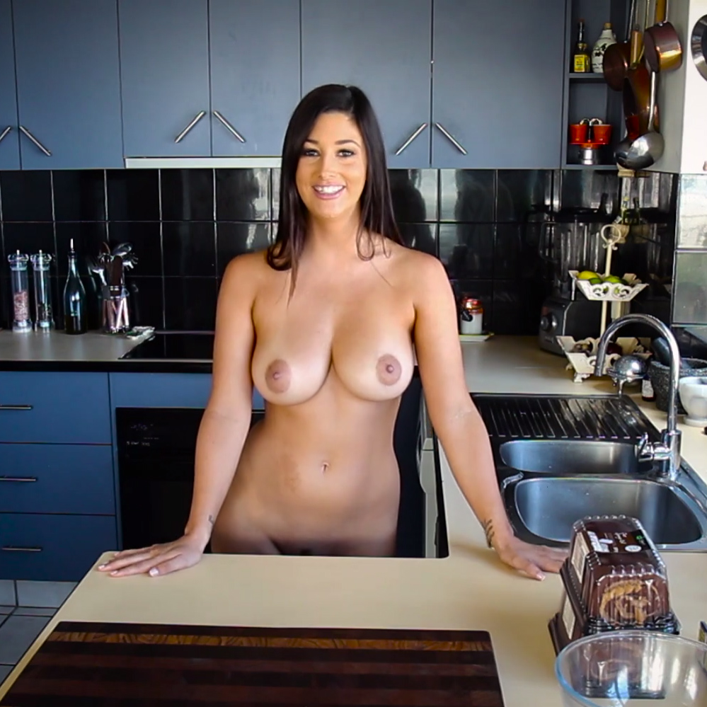 Scarlett Morgan Cooking In The Raw For Nude Muse Curvy Erotic