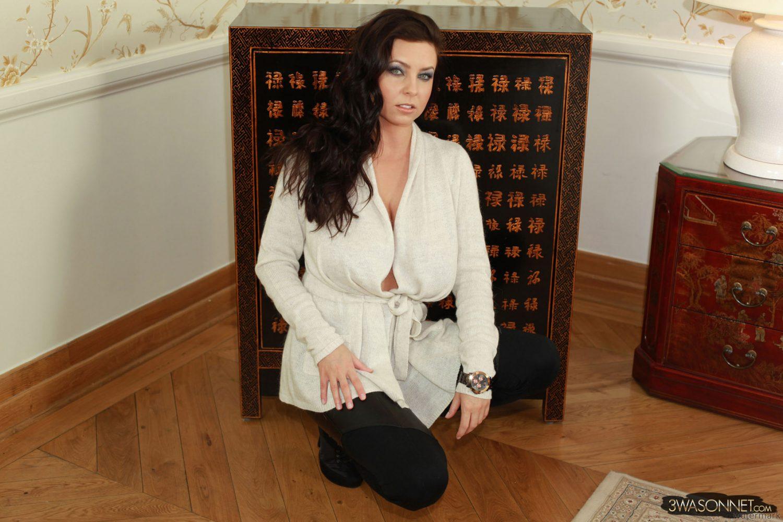 Ewa Sonnet Hard Nipples 1