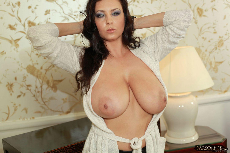 Ewa Sonnet Hard Nipples 4