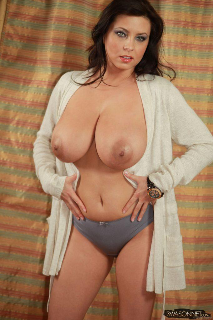 Ewa Sonnet Hard Nipples 6