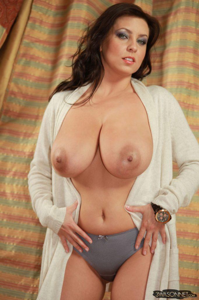Ewa Sonnet Hard Nipples 7