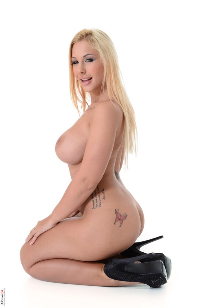 Kyra Hot Wanton Desire IStripper 10