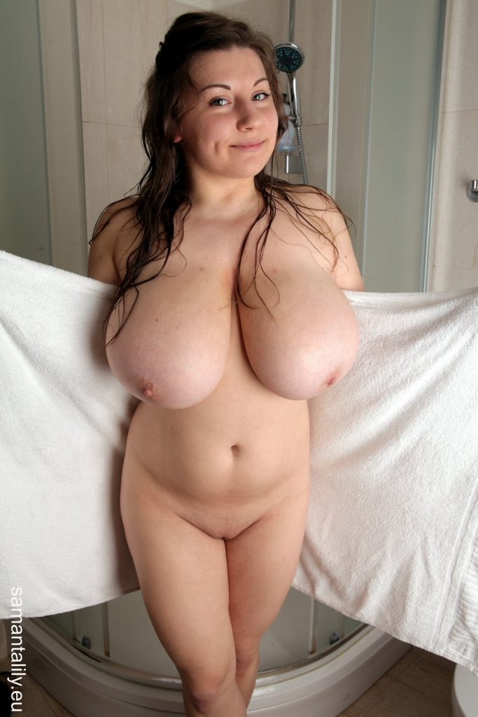 Samanta Lily Nude Shower