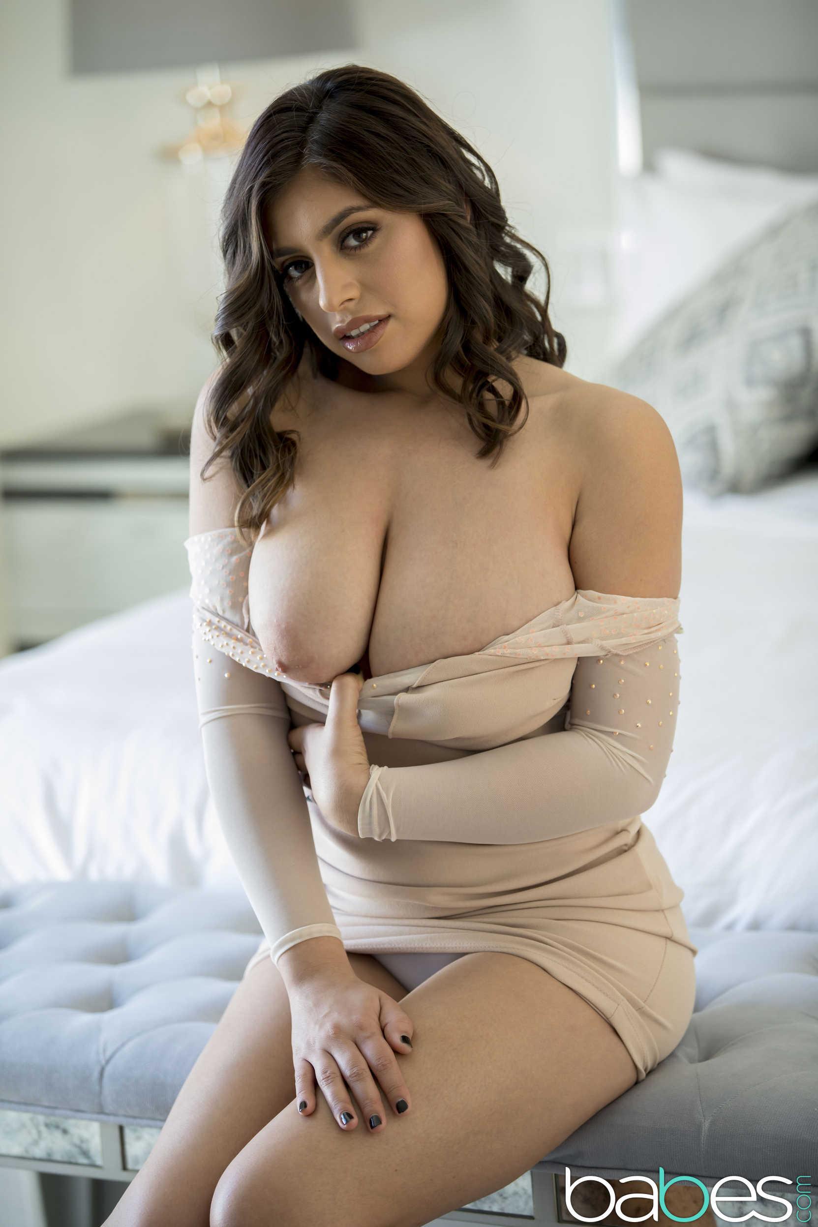 Sophiee Ann Nude Webcam Model  Curvy Erotic