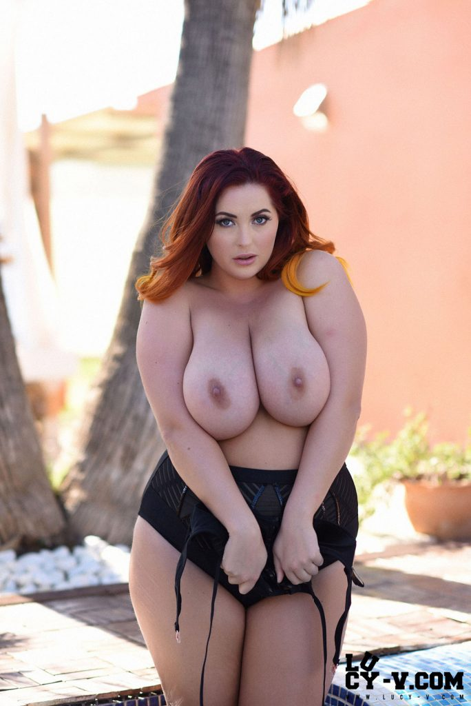 Lucy Vixen Poolside Curves Curvy Erotic Yourdailygirls 1