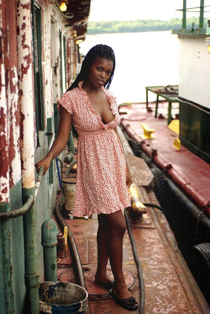 Deserea nude ebony