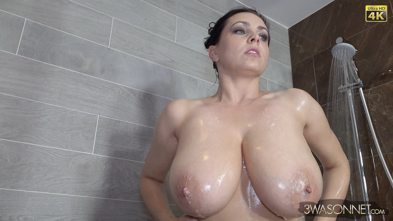 Ewa Sonnet Nude Shower