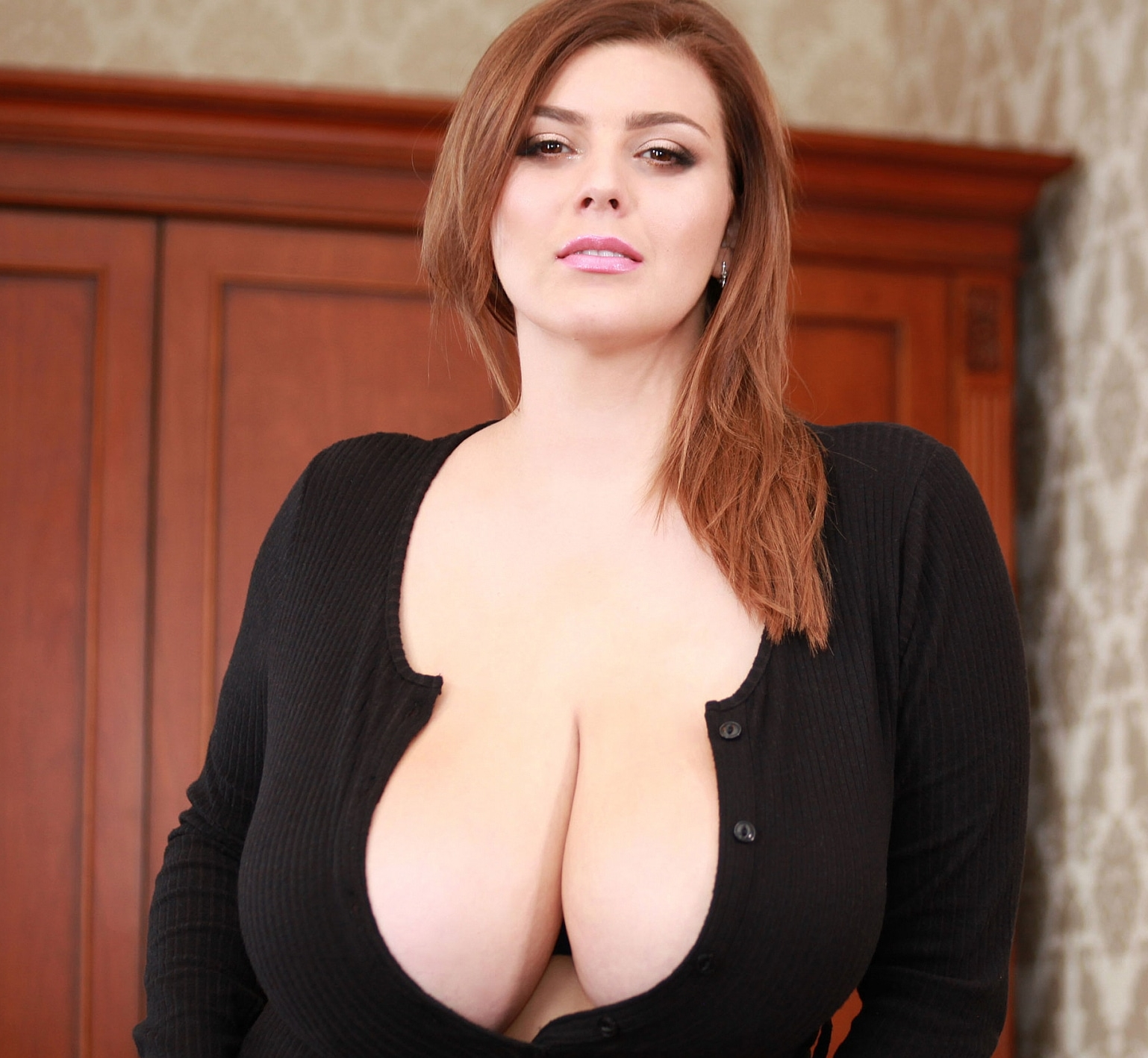 All About Anna Uncensored xenia wood only cleavage - curvy erotic