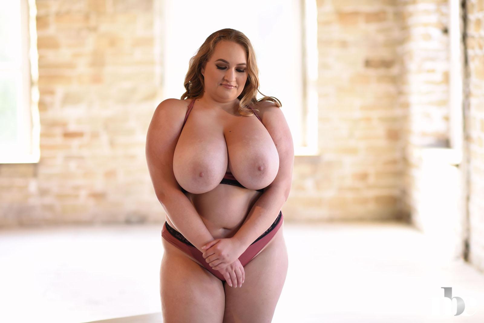 Voluptuous nude babes
