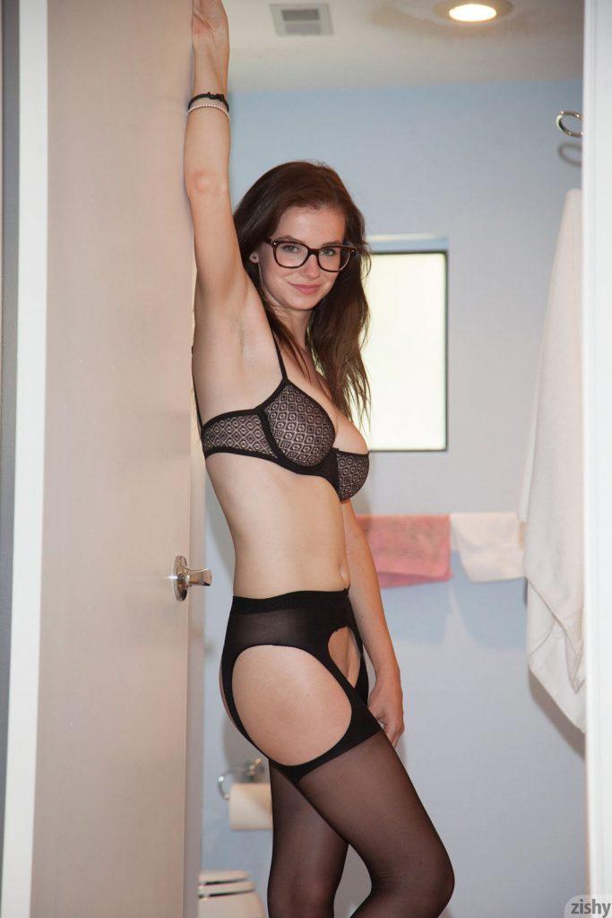 Essie Halladay Nude Zishy