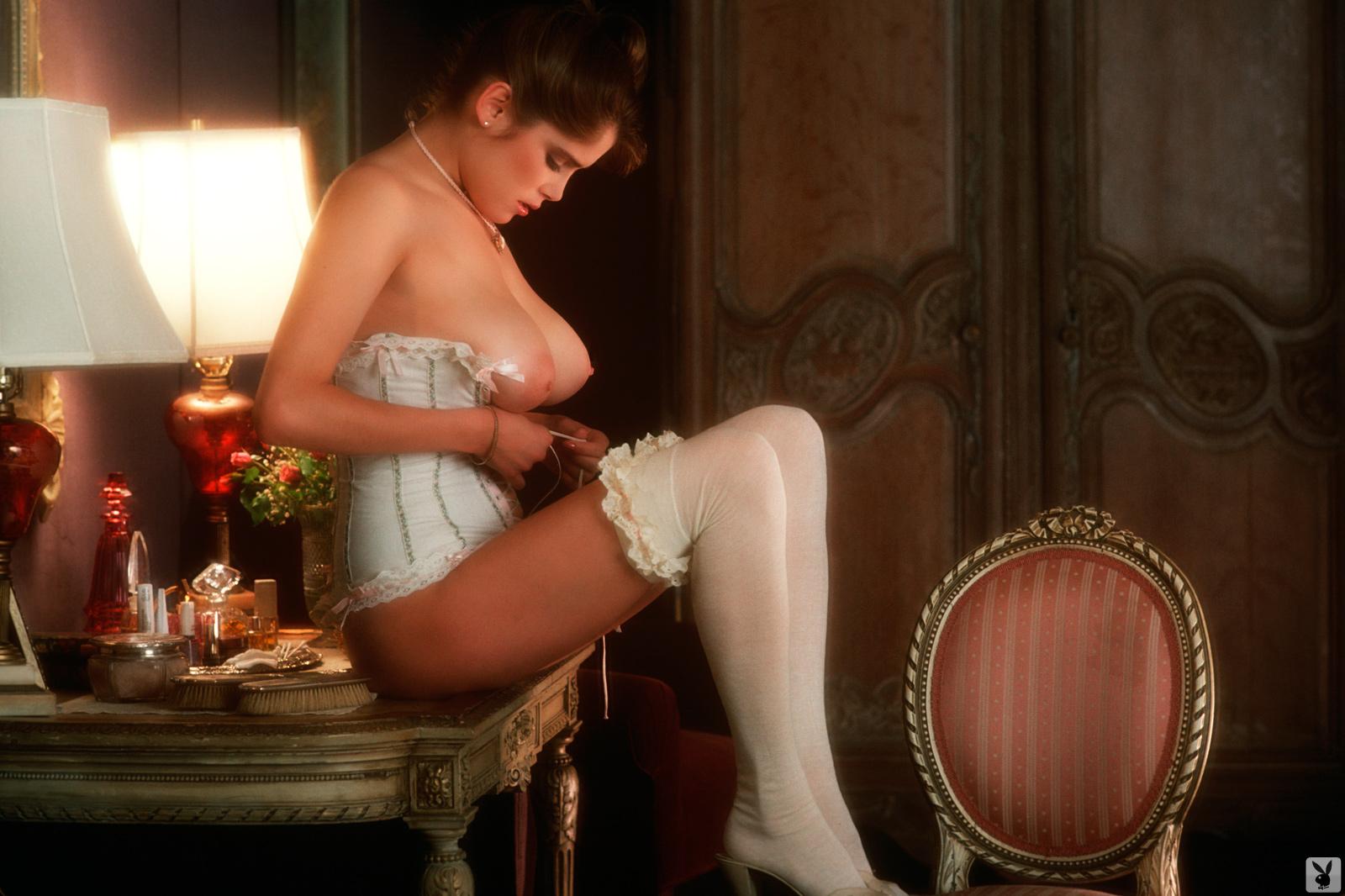 Nude charlotte kemp Charlotte Kemp