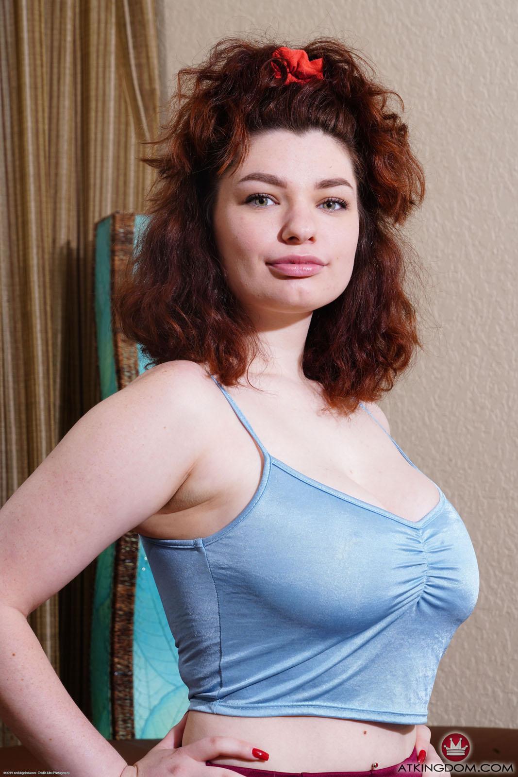 Anabel Porno anabel redd busty redhead amkingdom - curvy erotic