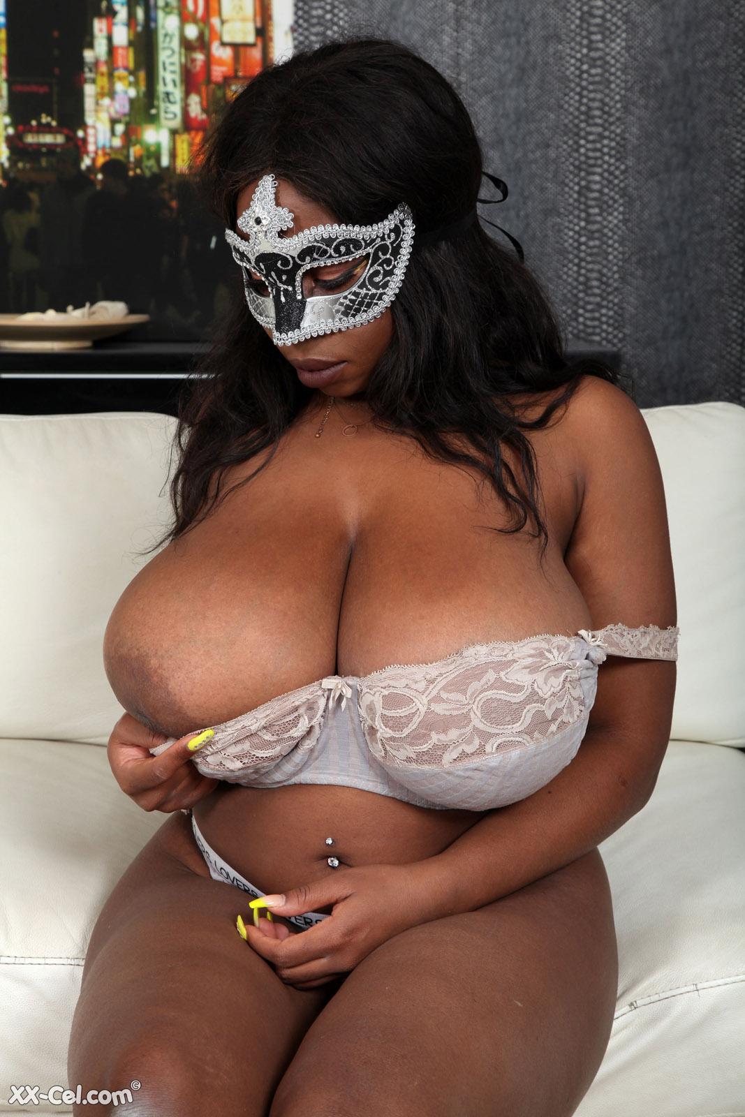 https://cdn.curvyerotic.com/wp-content/uploads/2020/03/kylie-masquerade-xx-cel-3.jpg